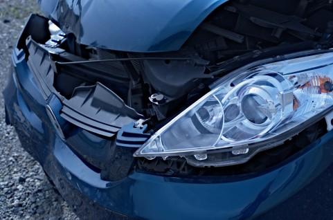 交通事故の車